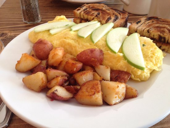North Hampton, NH: The bacon brie omelette stuffed with melted brie and amazing bacon!