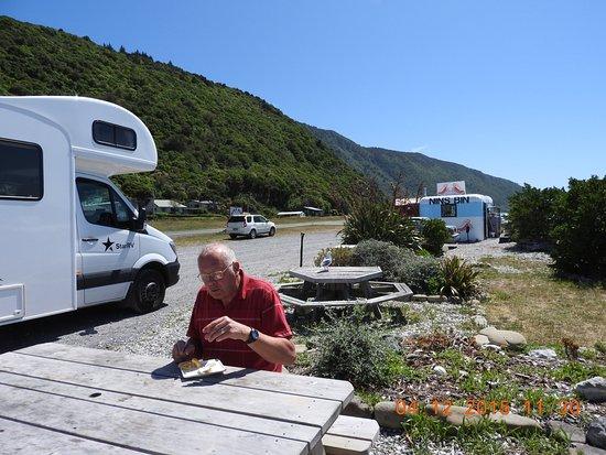 Nin's Bin: Outdoor eating area.