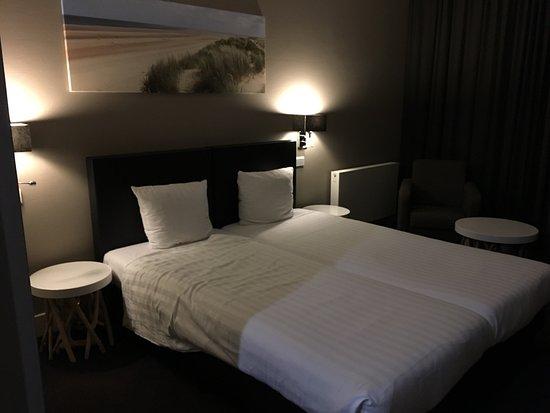 Moderne et propre Chambre spacieuse - Bild von Fletcher ...