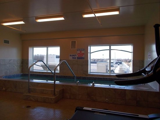Warroad, MN: Seven Clans - hot tub, exercise room on second floor