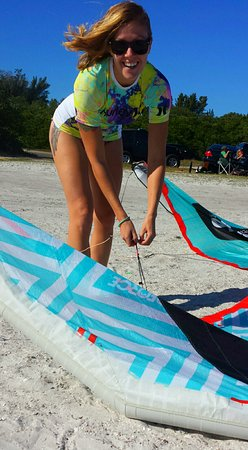 Kiss The Sky Kiteboarding student setting up kite gear