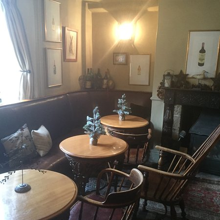 The White Swan Inn: Inside the front door in the wee bar