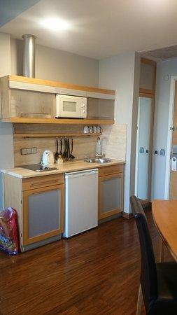 Taxim Suites: kitchenette