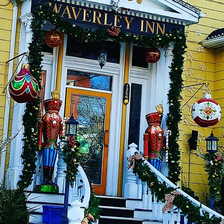 Waverley Inn: Stopped by to revisit this gem of a hotel.  Beautiful anytime....spectacular at Christmas!!