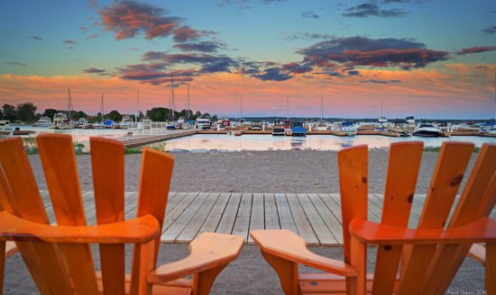 Quinte West, Kanada: Trent Port Marina - Take a Seat (Photo Credit: Mark E. Hopper)