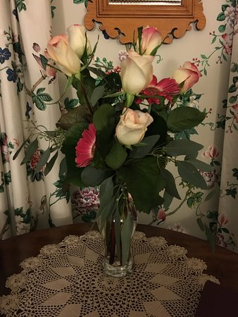 Walpole, NH: Fresh flowers on arrival with the vow renewal package