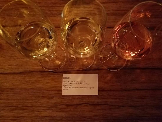 Purple Cafe and Wine Bar: bubbles flight
