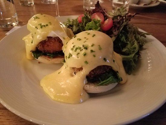 Purple Cafe and Wine Bar: crab cake eggs benedict