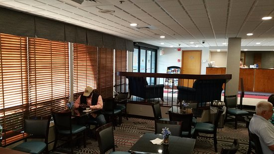 Englewood, Ohio: Breakfast Area at Best Western Plus Dayton Northwest