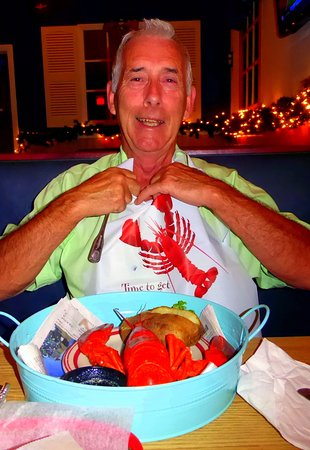 Zephyrhills, ฟลอริด้า: Martin preparing for his lobster feast.