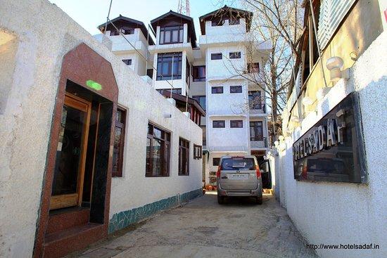 Hotel Sadaf: Grand View