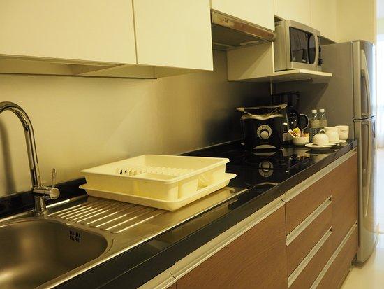 Oakwood Residence Sukhumvit 24: Kitchen
