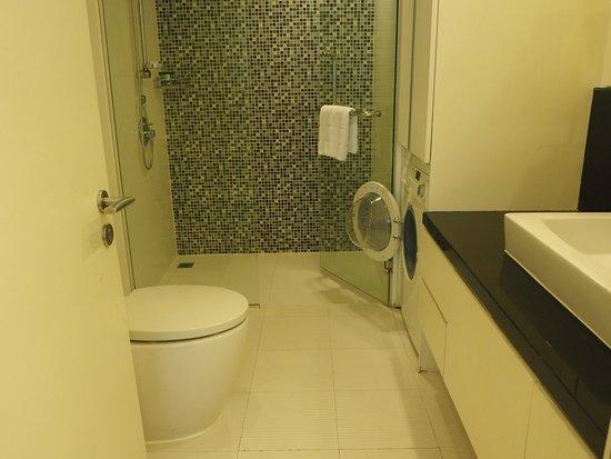 Oakwood Residence Sukhumvit 24 : Bathroom