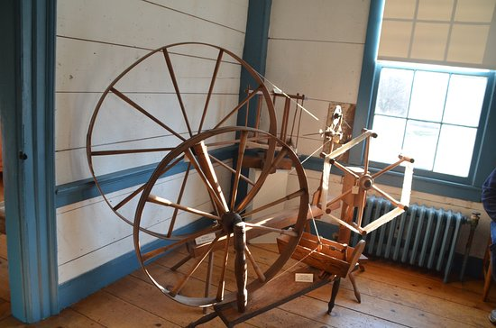 "Corning, Estado de Nueva York: ""Monster"" or ""Walking"" Spinning wheel; woman walked 20 miles a day when using it"