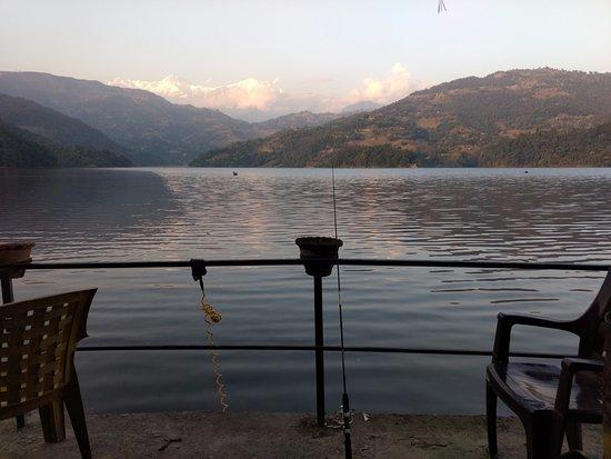 Begnas Lake: ベグナス湖畔でティラピア釣り