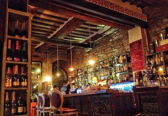 Martintempo lounge Bar: Caratteristico! Caldo e accogliente!
