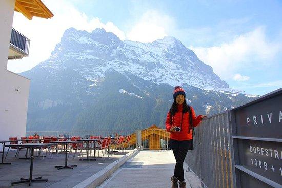 Grindelwald, سويسرا: 餐廳外的露台