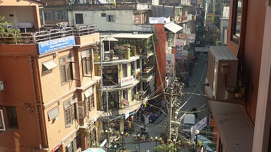 Hotel Access Nepal : View of the street of Thamel and rooftop breakfast