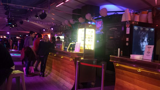 Restaurant rosa bonheur dans paris avec cuisine fran aise for Restaurant cuisine francaise paris