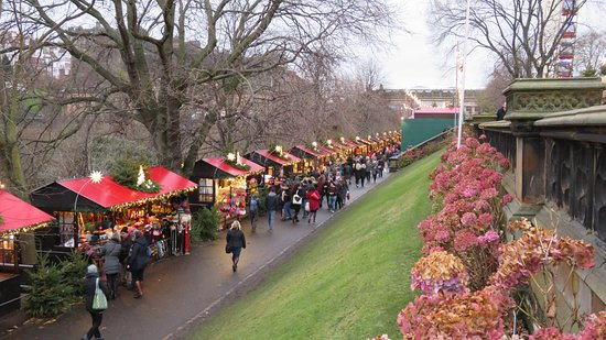 Edinburgh Christmas Market 2016 - Picture of Princes Street ...