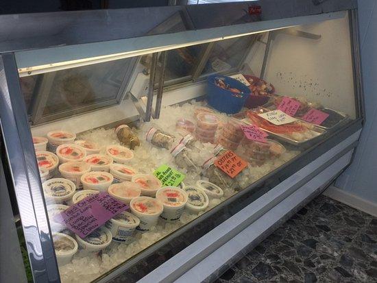 Kilmarnock, VA: Good selection of seafood for a picnic!