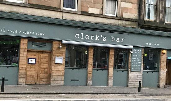 Clerk's Bar: Good location is a busy part of Edinburgh
