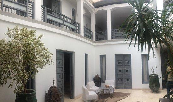 Riad Awa: Central room