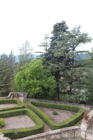 Montesquiu, Spanyol: Los jardines