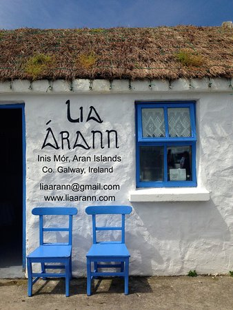 Wyspy Aran, Irlandia: Our tiny craftshop is full of special things made on the Island!