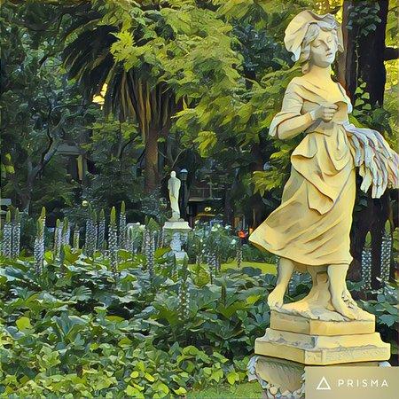 Sculpture in the Botanical Gardens - Picture of Jardin Botanico ...