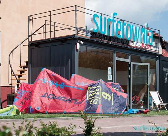 ‪SURFEROWNIA School of Kitesurfing by Flyspot‬
