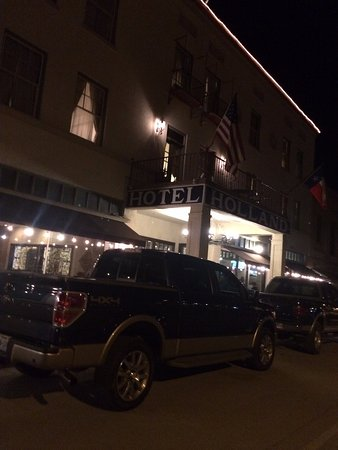 Alpine, TX: Front of Hotel with balcony from 2nd floor suite