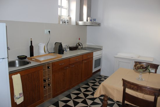 Quinta da Cancela: The kitchen that the gests can use (all day, and all night)