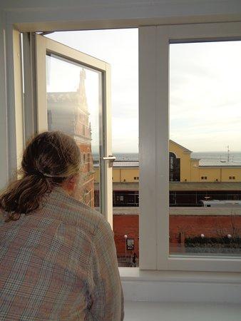 Vårt rum låg på 4de våningen med utsikt över sundet emot Helsing borg.
