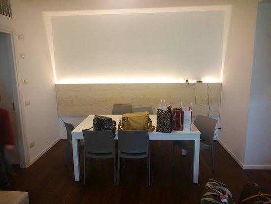Soggiorno 3 - Picture of Komodo Apartments, Trento - TripAdvisor