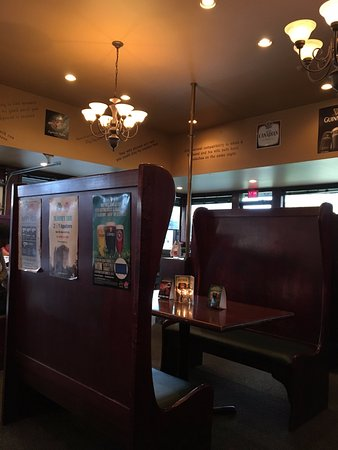 Vernon, Canada: Old Country High backed booths