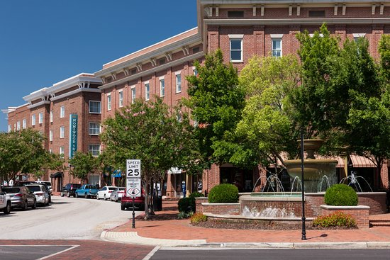 Homewood Suites by Hilton Huntsville-Village of Providence: Homewood Suites Location in the Village of Providence.