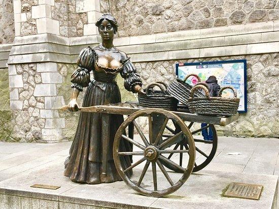 molly malone statue picture of molly malone statue
