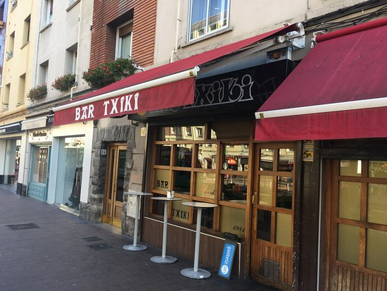 Bar Txiki: Entrada del TXIKI en la calle Sancho el Sabio de Vitoria-Gasteiz
