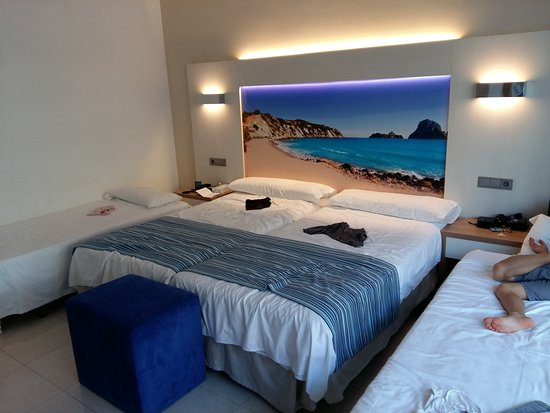 chambre familiale type a luxair - picture of globales playa