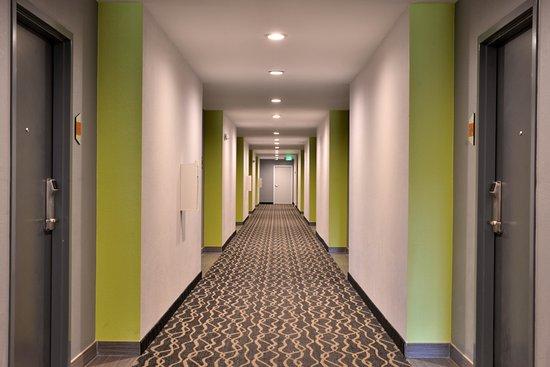 Interior Corridors Picture Of Americas Best Value Inn Memphis Airport Tripadvisor