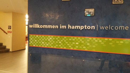 Hampton by Hilton Berlin City West: Skriften på væggen holder vand !!!!