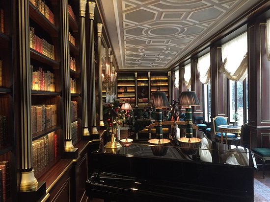 Library - Piano bar - Picture of La Reserve Paris - Hotel and Spa ...