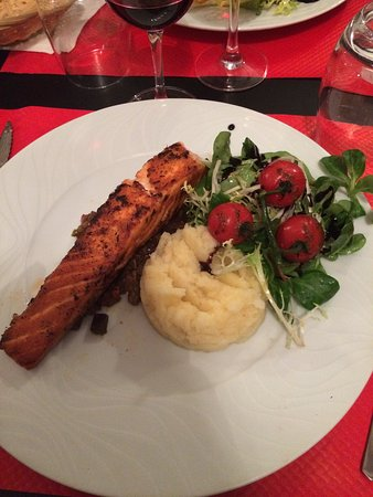 Galluis, Франция: Quelques photos des entrées et plats proposés ! Tous délicieux et généreux !