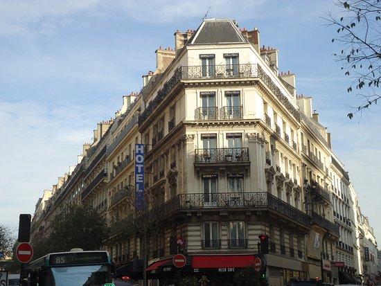 Plaza Opera Hotel: Hotel Plaza Opera - At the corner of Rue Maubeuge and Rue Lamartine