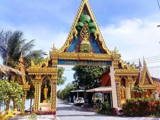 Bophut, Thailand: Entry to Big Buddha on the man-made causeway.