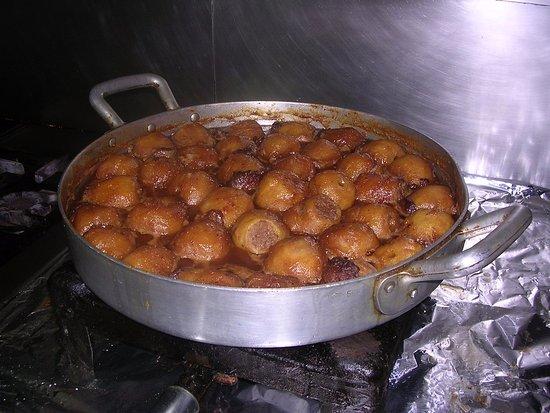 Sant Andreu de Llavaneres, Spanien: Manzanas rellenas de carne. Plato típico en Llavaneres