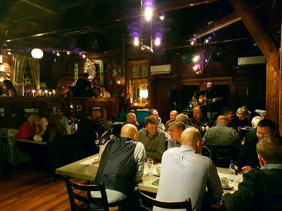 Hommelvik, Norge: God stemning blant gjestene på Cafe Rampa!