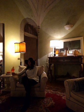 J & J Historic House Hotel: IMG_20161211_195401_large.jpg