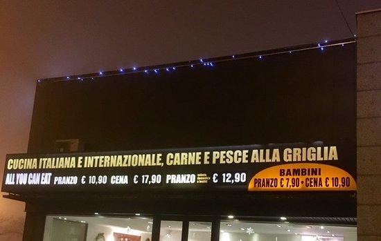 Busnago, Italy: insegna prezzi